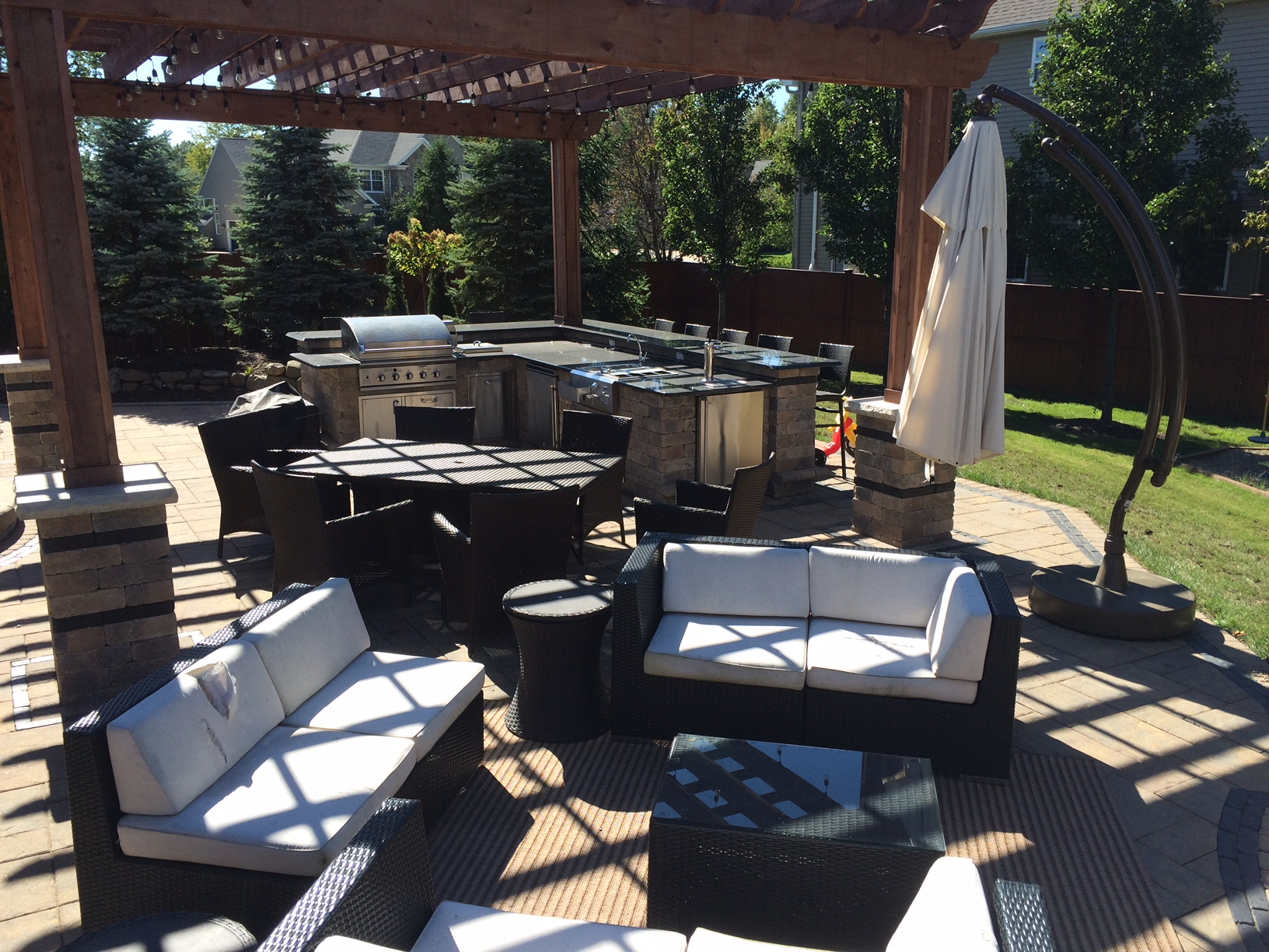 Five Reasons To Build Your Outdoor Dream Kitchen
