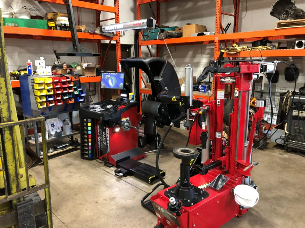 Weber Automotive New Tire Balancing Machine by Hunter - Applies 1200 lbs of road force pressure to rotating tire for a smooth ride